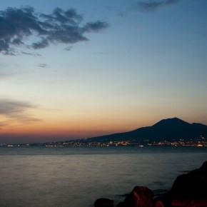 Tramonto napoletano. Il Vesuvio. Foto @qilyahn