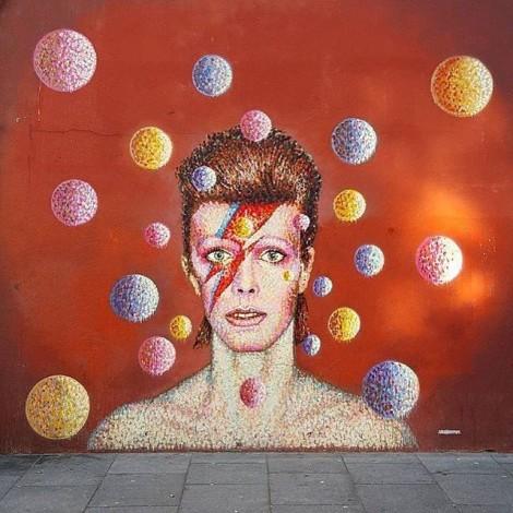 La street art omaggia il Duca Bianco