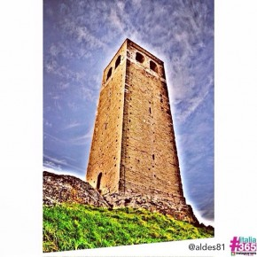 foto scelta per #italia365 - Torre civica di San Leo - Rimini - @aldes81