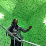 Installazione di luci e colori dell'opera di Isaac Lin