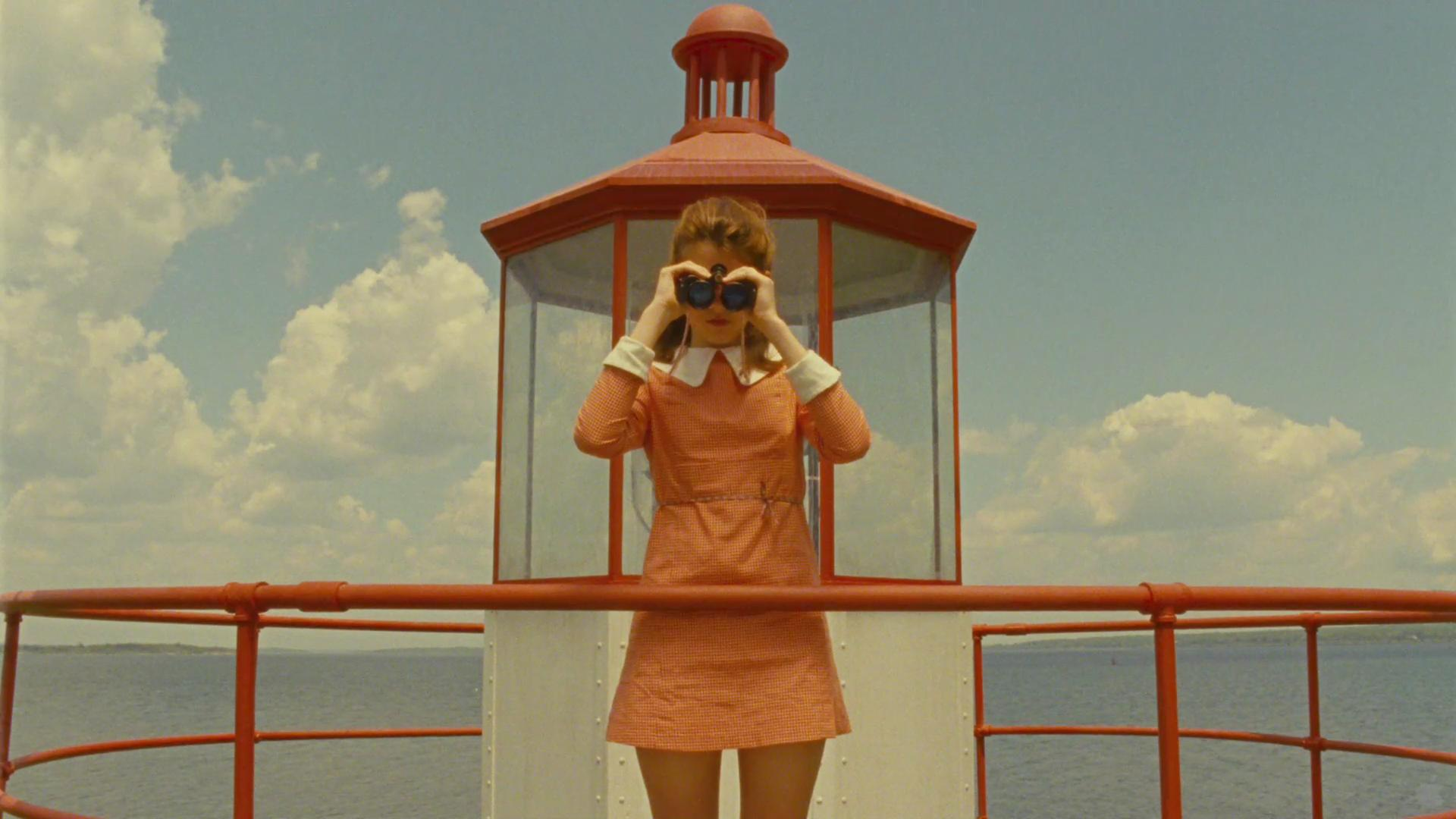 """Moonrise Kingdom"" di Wes Anderson - Screenshot catturato dal trailer HD del film disponibile sul sito iTunes Movie Trailers. Tramite Wikipedia - http://it.wikipedia.org/wiki/File:Moonrise_Kingdom.JPG#mediaviewer/File:Moonrise_Kingdom.JPG"