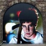 Omaggio a Donnie Darko, dal profilo ufficiale @rogueonegraffiti