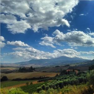 Uno dei panorami più fotografati di tutta la Toscana, Val d'Orcia allo stato puro!