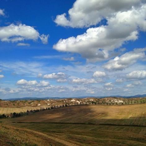 Instagramma il senese con Antoncino: cipressi, pievi e colline