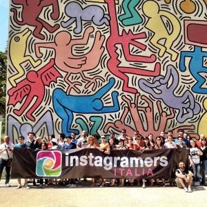 La community di @igersitalia davanti al Keith Haring di Pisa