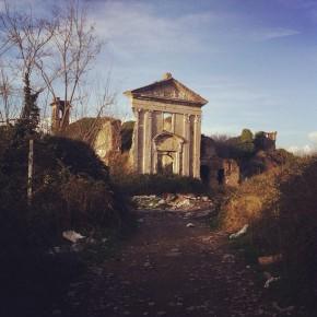Un vecchio monastero sconsacrato a Napoli - @lamartinera