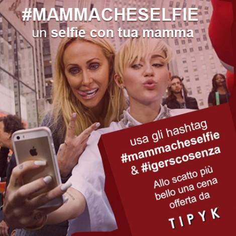 Mamma che selfie per festeggiare le mamme cosentine