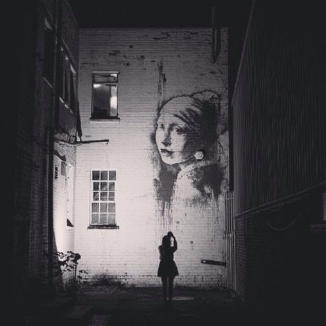 Banksy è libero e omaggia Vermeer