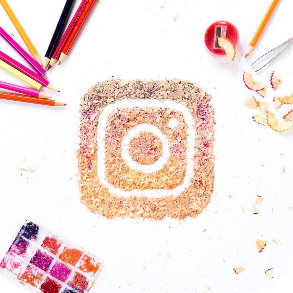 Il logo di Instagram ricreato temperando le matite.